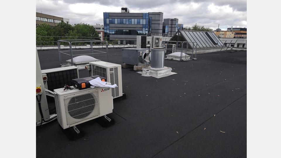 Installation d'une pompe à chaleur dans des bureaux à Créteil