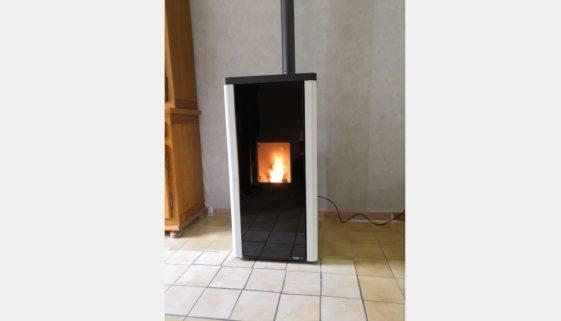 Installation d'un poêle à granulés Blackline X9 Wifi à Dammarie-les-Lys 77190 - 1